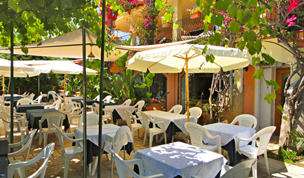 Serviceleistungen im Hotel: Außenrestaurant