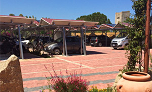 Hotel in Sardinia:  roofed parking lot